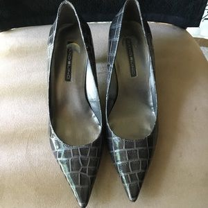 PRE-LOVED AUTHENTIC BANDOLINO GRAY PUMP